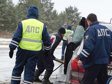 ВКарталах шофёр  легковушки наогромной скорости протаранил две машины