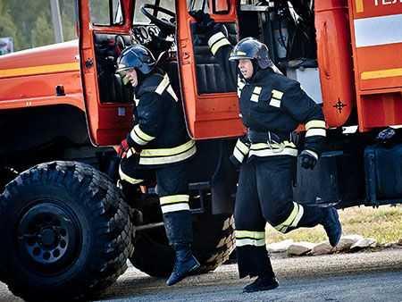 Назаводе вЧелябинске вспыхнул пожар— тушили 48 человек