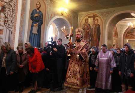 В Свято-Симеоновском кафедральном соборе Челябинска впервые провели обряд омовения ног