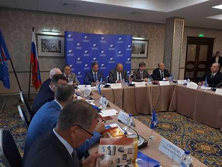 В русском секторе услуг вырос спрос нановых служащих