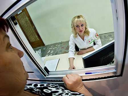 ВЧелябинске начали выдачу электронных медицинских полисов обновленного образца