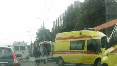 В Челябинске иномарка сбила четверых пешеходов на тротуаре