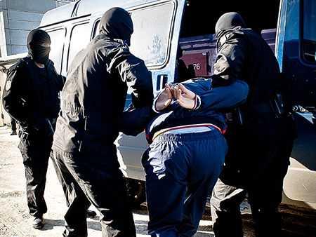 Тело без вести пропавшего мужчины отыскали вподъезде вБакале