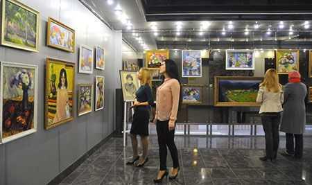 НаЧМК открылась выставка картин Анатолия Богадырова