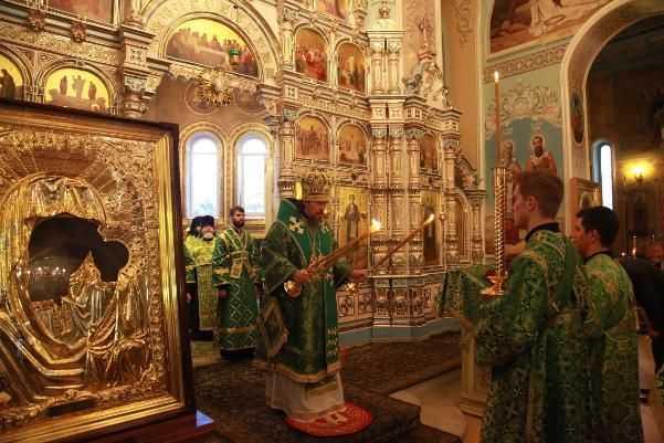В Челябинской области православные верующие отмечают Троицу