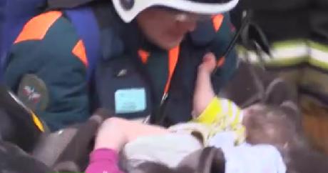 Спасенный вМагнитогорске 10-месячный ребенок начал дышать самостоятельно