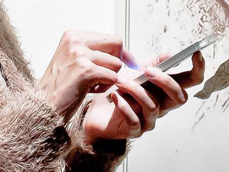 Сотрудницу оператора мобильной связи осудили заразглашение секретных данных