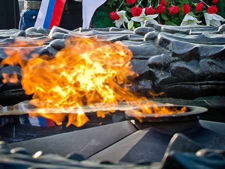 ВЧелябинской области подростки потушили снегом Вечный огонь