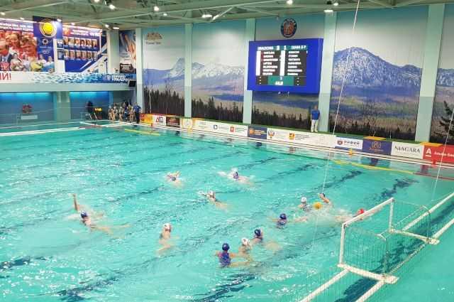 «Уралочка» победно стартовала в Чемпионате России по водному поло