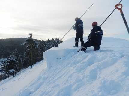 Cотрудники экстренных служб предотвратили сход лавины нажилые дома вЧелябинской области