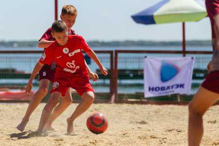 Всемирный день детского футбола в Челябинске отметили игрой на песке