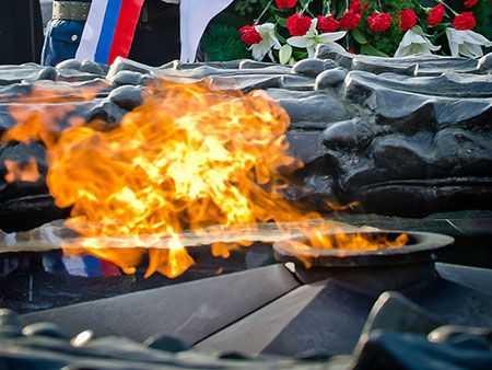 Челябинские добровольцы берутся застелы и монументы