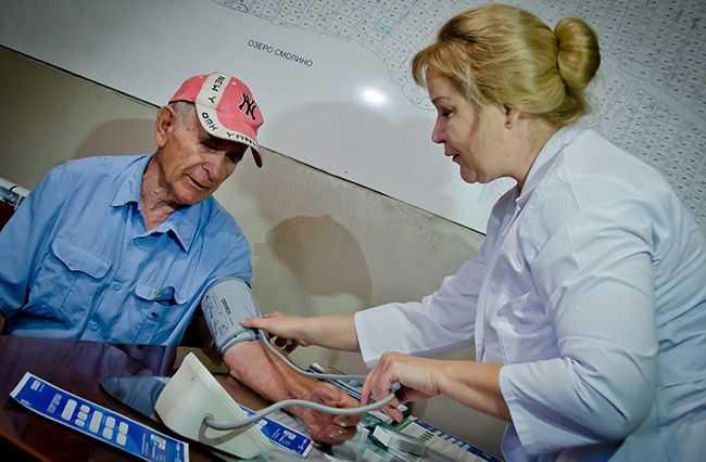 аптека-садовода_Шишкоедов_DSC3931_артериальное-давление,-пожилой-пациент.jpg