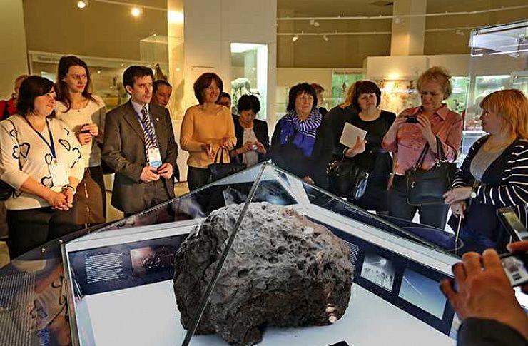 Среди гостей музея, где хранится метеорит «Челябинск», разыграют его куски