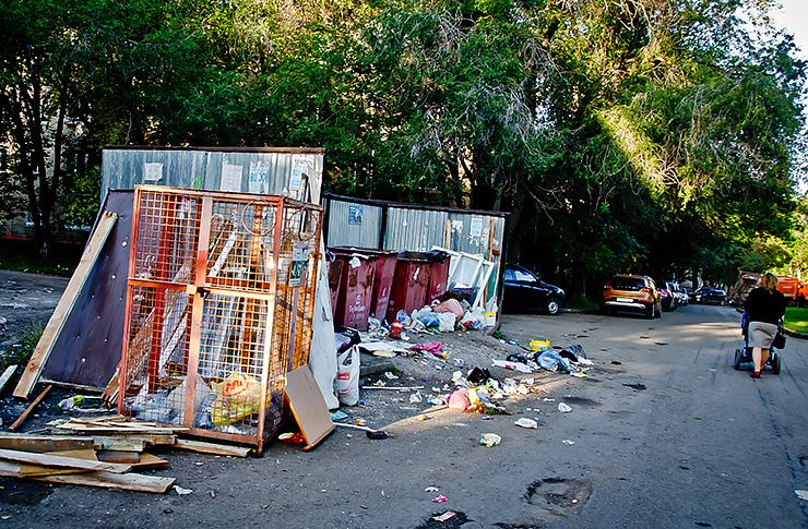 Скопившийся сор около домов стал предпосылкой введения режима повышенной опасности вЧелябинске