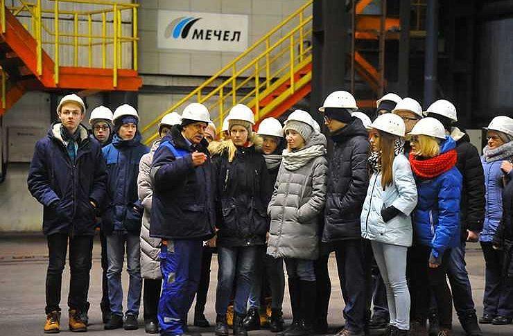 Челябинские школьники увидели работу рельсобалочного стана ЧМК